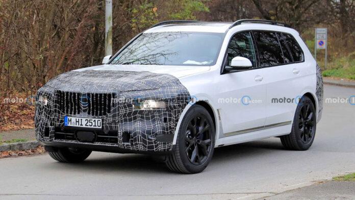 Обновленный BMW X7 попался фотошпионам