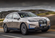 Серийный электрический кроссовер BMW iX представлен официально