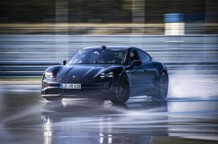 Porsche Taycan попал в Книгу рекордов Гиннесса
