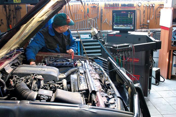 Одна из самых актуальных для автовладельцев проблем зимой — запуск двигателя. Леонид ВОРОБЬЕВ решил вспомнить, что можно сделать, чтобы в морозное утро не пришлось искать буксир или эвакуатор для поездки в сервис