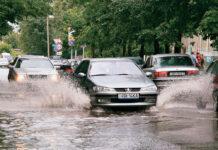 Чем для автомобиля опасна вода