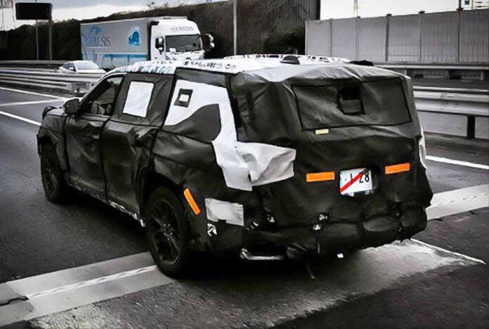 Новый Toyota Land Cruiser попал на фото во время испытаний