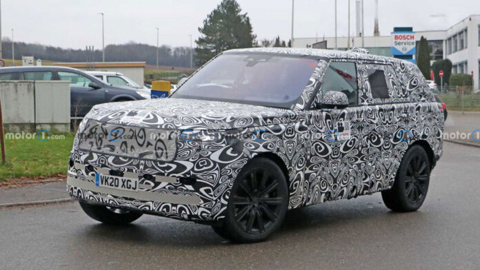 Фотошпионы заглянули в салон нового Range Rover
