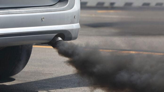 Почему из выхлопной трубы идет черный дым