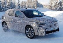 Второе поколение Renault Kadjar впервые заметили на тестах