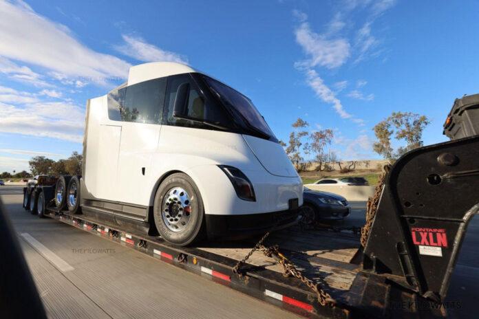 Фотошпионы заметили новый прототип Tesla Semi