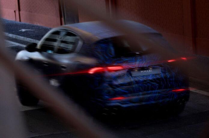Maserati показала тизеры нового кроссовера Grecale
