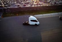 Испытания электрогрузовика Tesla Semi показали на видео