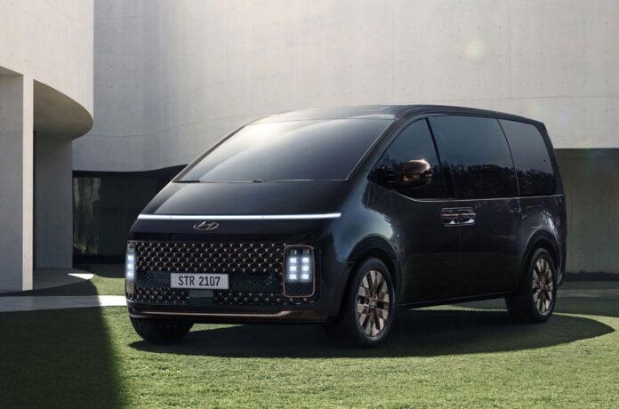 Hyundai рассказала о моторной гамме минивэна Staria