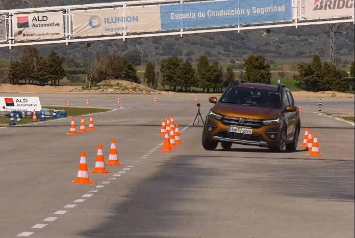 Новый Renault Sandero Stepway отправили на