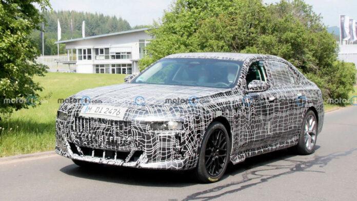 Фотошпигуни зазирнули в салон нового покоління BMW 7-ї серії
