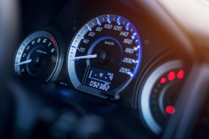 Названо автомобілі, в яких найчастіше скручують пробіг