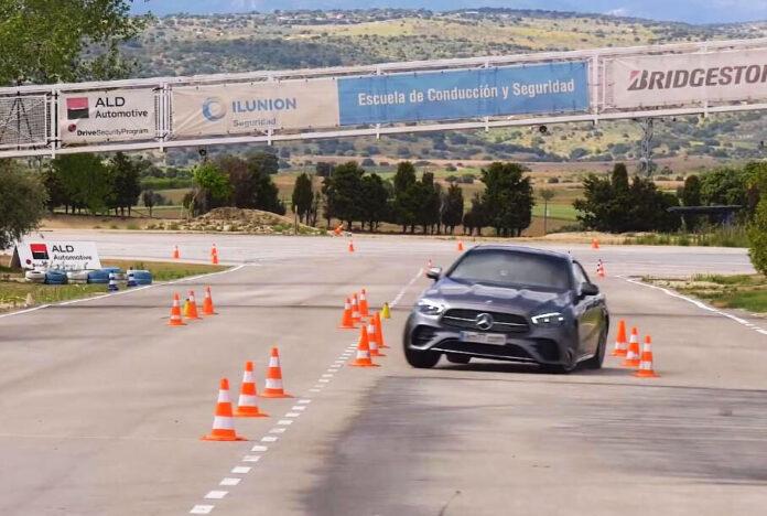 Mercedes-Benz E-класу відправили на «лосиний тест»