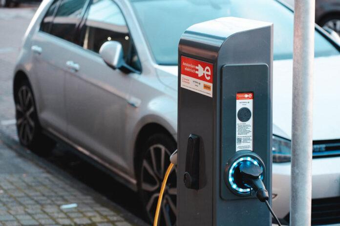 Експерти з'ясували, наскільки виробництво електромобілів шкодить екології