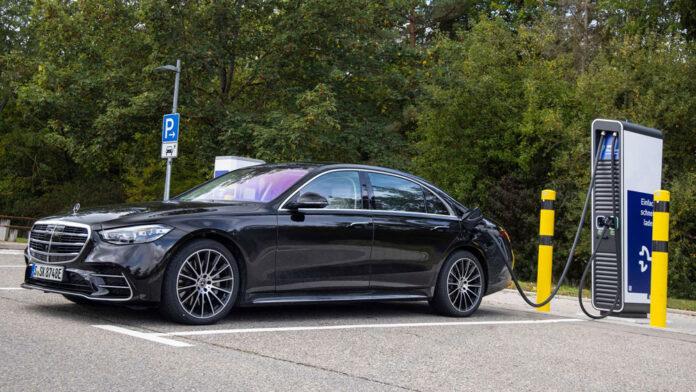 Mercedes-Benz під'єднав гібридний S-Class до розетки