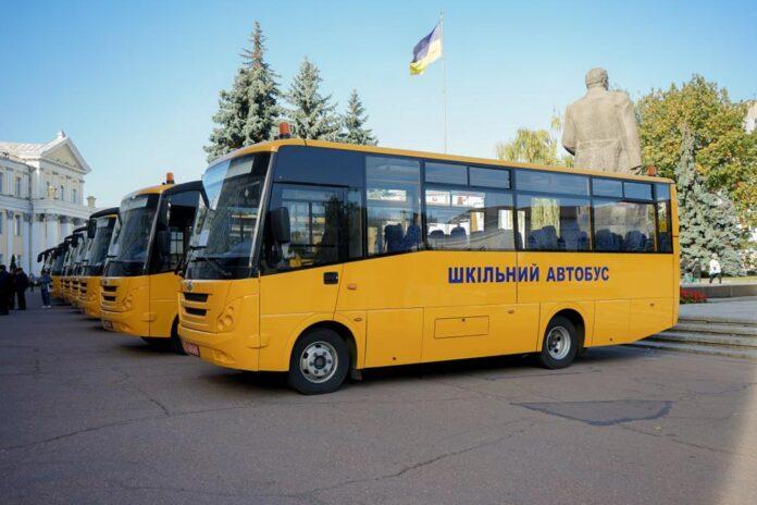 12 шкільних автобусів передано Житомирській ОДА