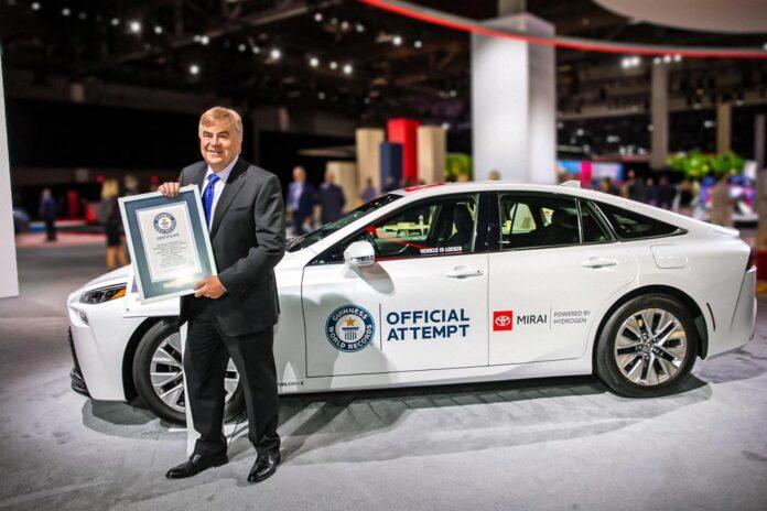 Toyota Mirai встановив рекорд за дальністю ходу на водні