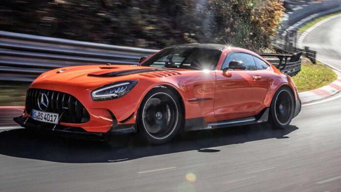 Родстер і купе Mercedes-AMG GT знімають з виробництва